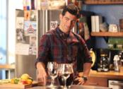 Max Greenfield in una scena di New Girl