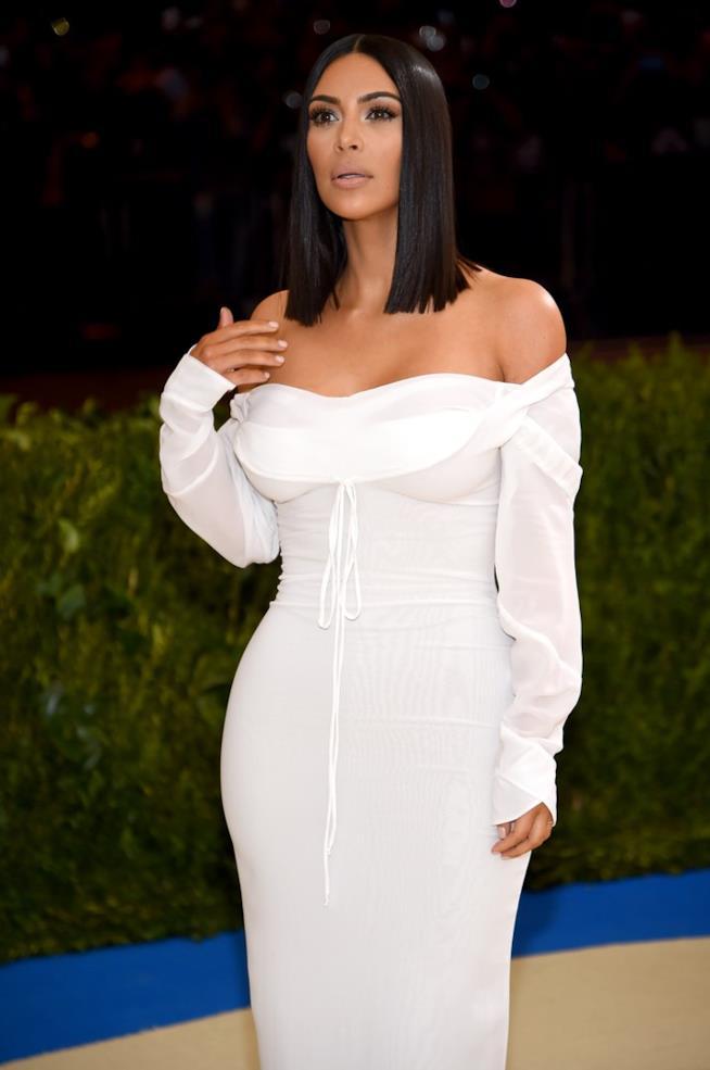Kim Kardashian da sola al Met Gala 2017