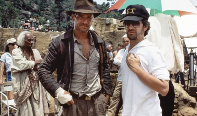 Harrison Ford e Steven Spielberg sul set di Indiana Jones e il tempio maledetto