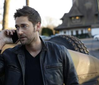 Tom Keen in una scena di The Blacklist: Redemption