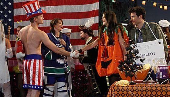 Katie Holmes interpreta la zucca supersexy
