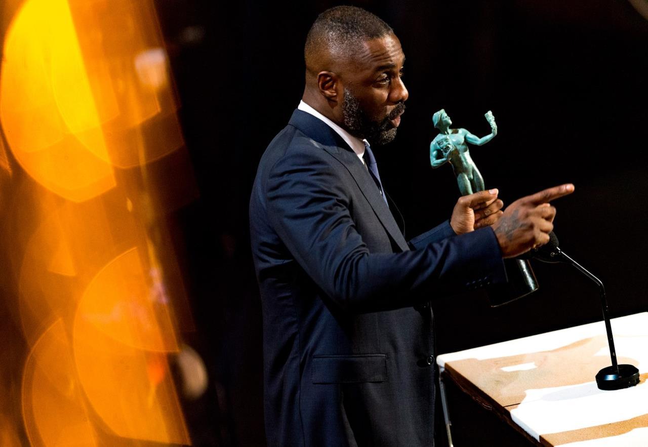 Idris Elba accetta il premio ai SAG Awards 2016