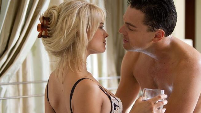 DiCaprio e Robbie in una scena hot di The Wolf of Wall Street