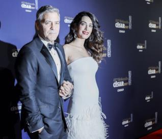 George Clooney e Amal sul red carpet dei César Awards