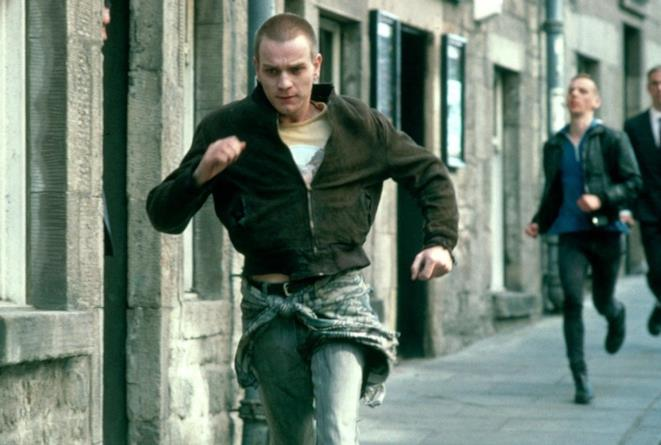 Una scena del film Trainspotting con Mark in fuga