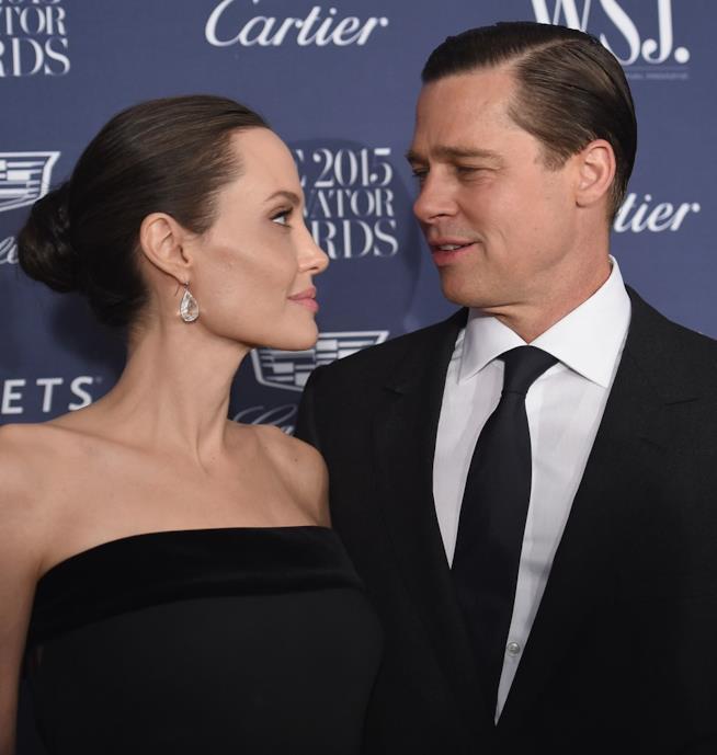 Uno sguardo complice tra Brad Pitt e Angelina Jolie