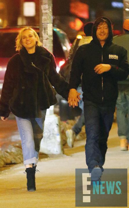 Norman Reedus e Diane Kruger camminano sorridenti per le strade della Grande Mela