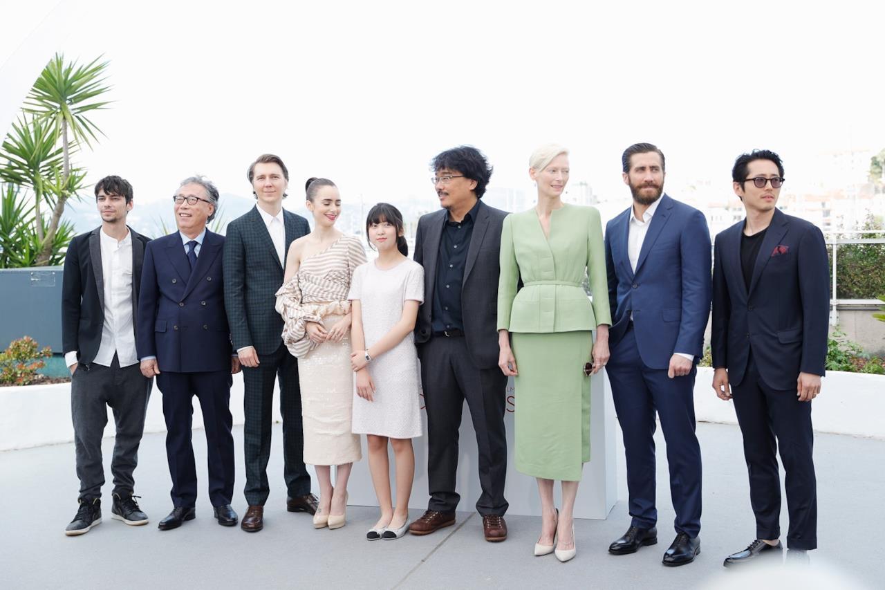 Il cast di Okja al photocall di Cannes 70