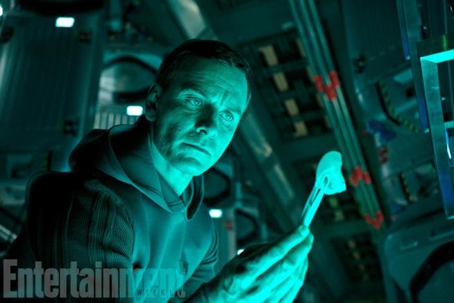 Michael Fassbender in una scena di Alien: Covenant
