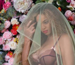 Uno degli scatti di Beyoncé incinta
