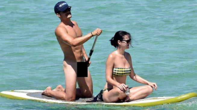 Orlando Bloom nudo in canoa con Katy Perry