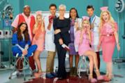 Un'immagine del cast di Scream Queens 2