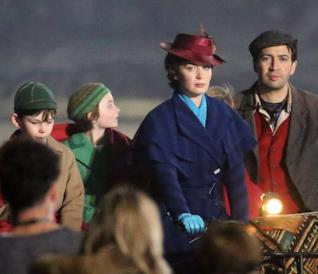 le foto di Emily Blunt sul set di Mary Poppins Returns