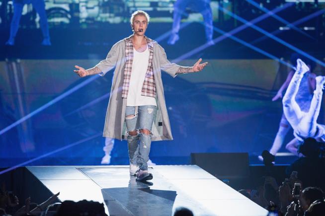 Justin Bieber: a Manchester si arrabbia e lascia il palco