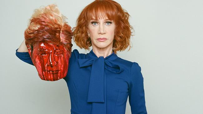 Un polverone per la foto con la testa decapitata di Trump