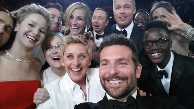 Il selfie scattato agli Oscar da Bradley Cooper