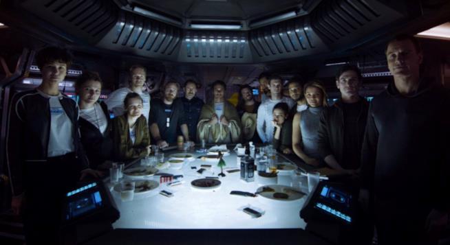 Il cast di Alien: Covenant durante il prologo L'ultima Cena