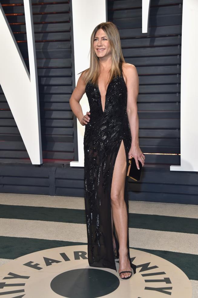 Jennifer Aniston al party di Vanity Fair per gli Oscar 2017