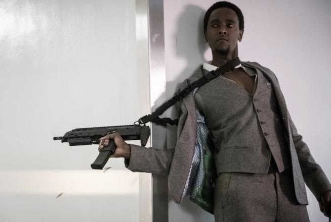 The Blacklist: Redemption - Solomon con un'arma