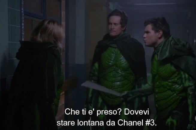 Una scena di Scream Queens 2x09 con i Green Meanie