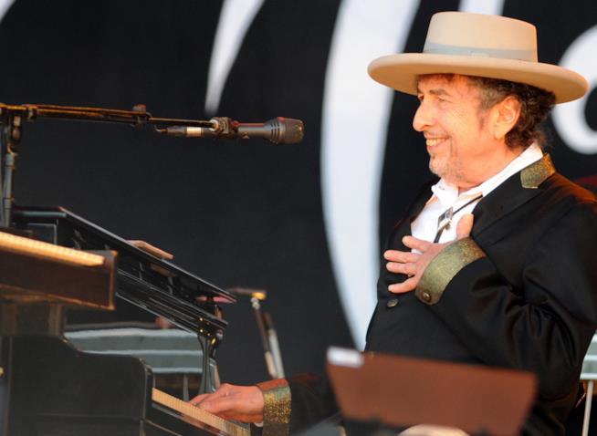 Un sorridente primo piano di Bob Dylan