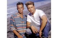 Un primo piano di Brandon e Dylan sulla spiaggia