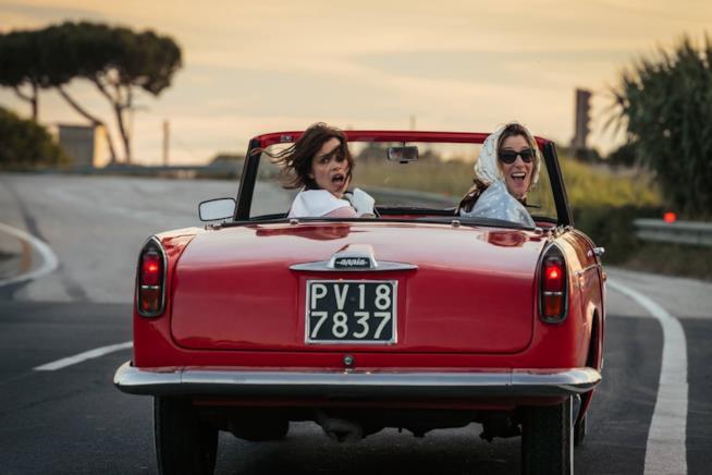 Micaela Ramazzotti e Valeria Bruni Tedeschi in una scena del film