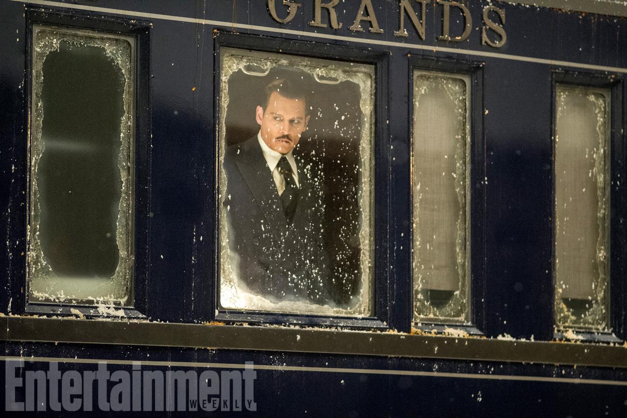 Johnny Depp in una scena di Assassinio sull'Orient Express