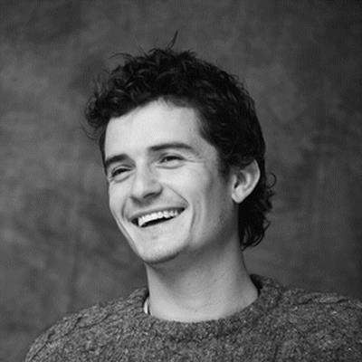 Orlando Bloom divertito, tra canoa e nudo!