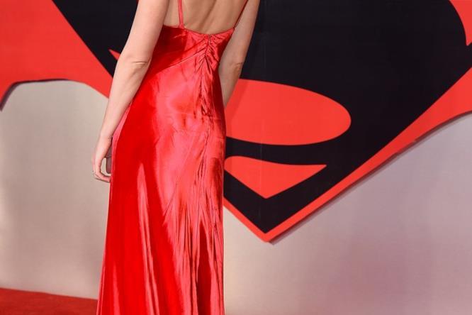 Il vestito di Prada scelto da Gal Gadot le lascia le spalle scoperte