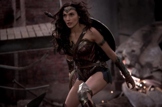 In foto Gal Gadot nei panni di Wonder Woman