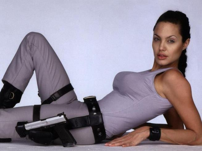 Angelina Jolie nei panni di Lara Croft in Tomb Raider