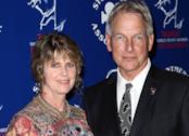 L'attore Mark Harmon con la moglie Pam Dawber