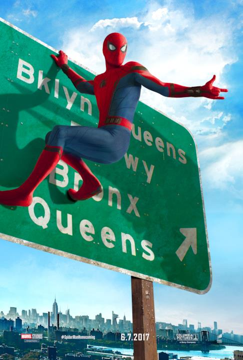 Spider-Man attaccato a un segnale stradale