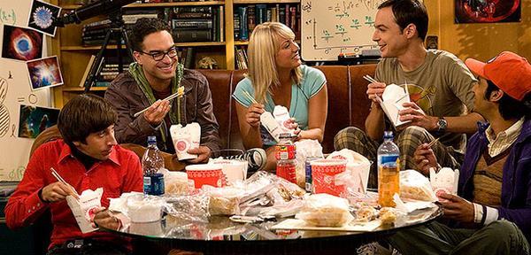 Il gruppo di The Big Bang Theory mangia thailandese