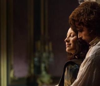 Una foto di Jamie e Claire dal set della stagione 2 di Outlander