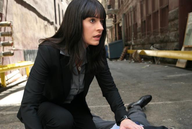 Un'immagine di Emily Prentiss in azione sul set di Criminal Minds