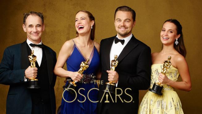 Mark Rylance, Brie Larson, Leonardo DiCaprio e Alicia Vikander coi loro Oscar