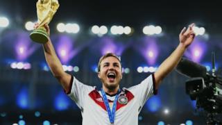 Mario Götze alza la Coppa del Mondo di calcio 2014