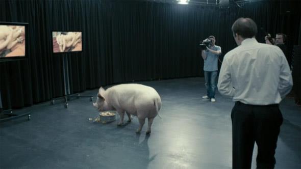 La disgustosa scena col Primo Ministro e un maiale in Black Mirror