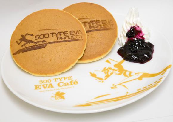 Il menu del Café 500 Type Eva comprende pancakes e mirtilli