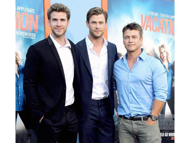 Chris Hemsworth assieme ai suoi fratelli