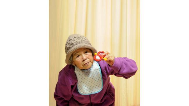 Una sciura vestita da bambina