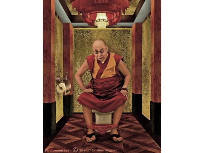 Il Dalai Lama al bagno