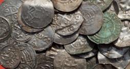Delle monete che fanno parte del tesoro vichingo ritrovato