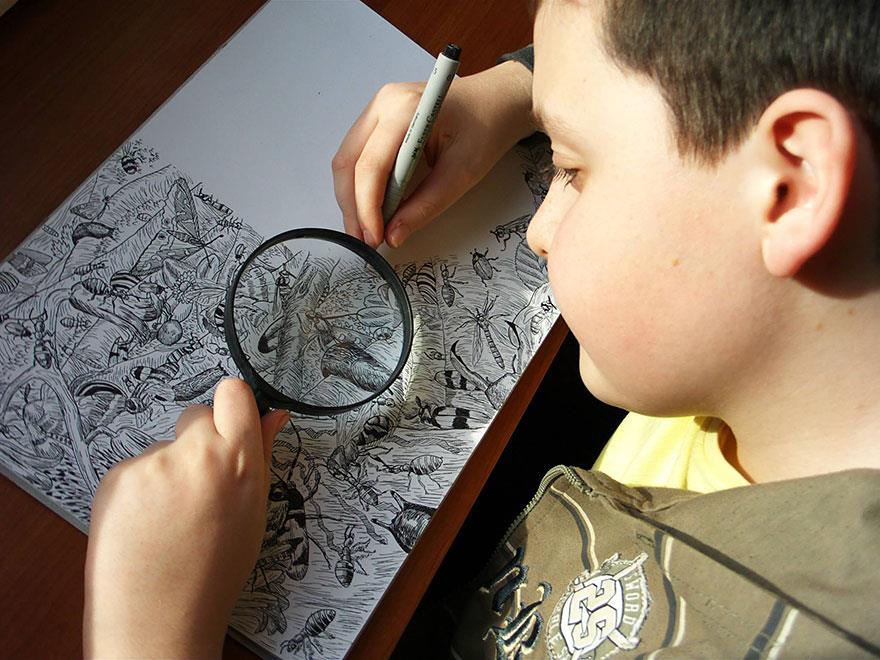 Bambino prodigio che sa disegnare fauna e flora come un vero artista