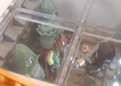 L'incontro fra Aragorn e l'Esercito dei Morti riprodotto con i LEGO nel flipper