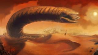 Un serpente gigante spunta dalle dune
