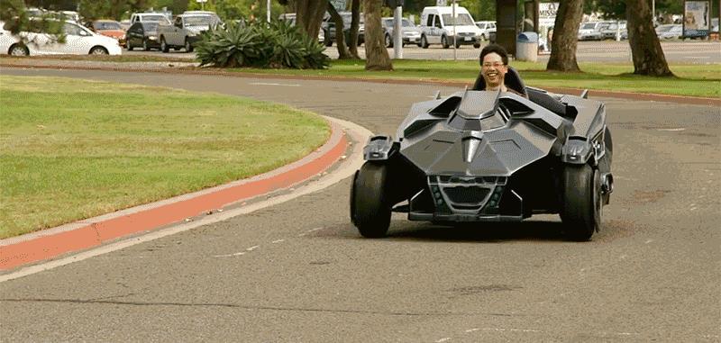 La Batmobile di Arkham Knight in versione Go-Kart sfreccia per le strade