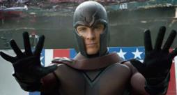 Fassbender ancora con elmetto e mantello nel ruolo di Magneto